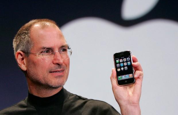 18 tticas para fazer uma grande apresentao como steve jobs steve jobs faz apresentao do iphone em evento da apple em junho de 2007 foto toneelgroepblik Gallery