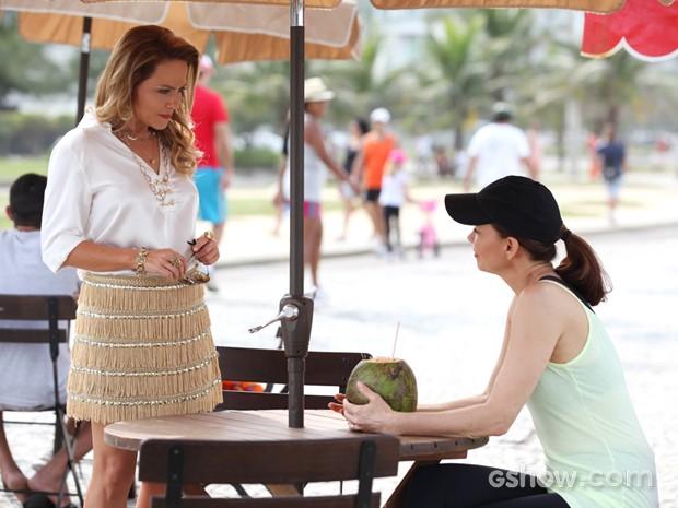 Helena e Shirley se reencontro por acaso (Foto: Carol Caminha/ TV Globo)