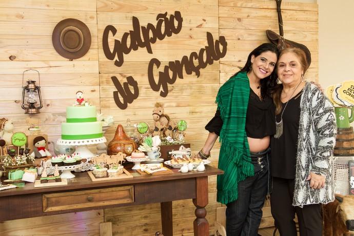 Shana com a mãe chá de fralda do gonçalo (Foto: Maicon Hinrichsen/RBS TV)