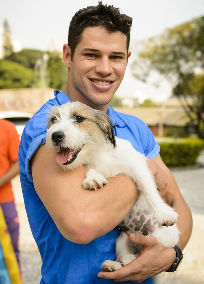 O cãozinho da raça Jack Russel será Tito (Foto: Ramón Vasconcelos/Globo)