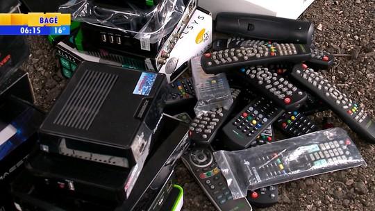 Polícia apreende aparelhos para captar sinal clandestino de TV paga em Pelotas