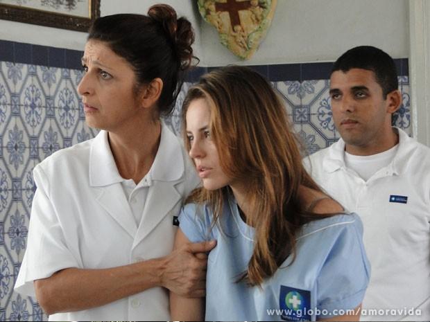 Enfermeira cai no papo de Brunoo e entrega Paloma (Foto: Amor à Vida/ TV Globo)
