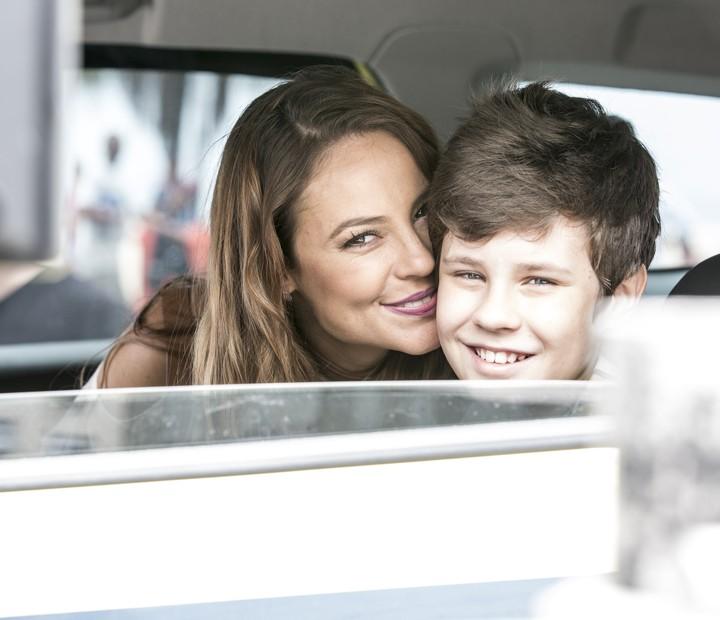 Que fofura! Mãe e filho na ficção, Paolla Oliveira e Kadu Schons não se desgrudam nos bastidores (Foto: Ellen Soares / Gshow)