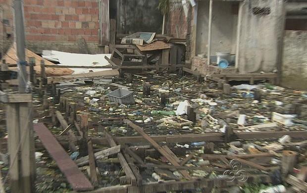 Com a vazante do rio, o lixo acumulado preocupa autoridades na capital (Foto: Bom Dia Amazônia)