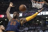 LeBron domina os Raptors, coloca os Cavs na final e supera Michael Jordan