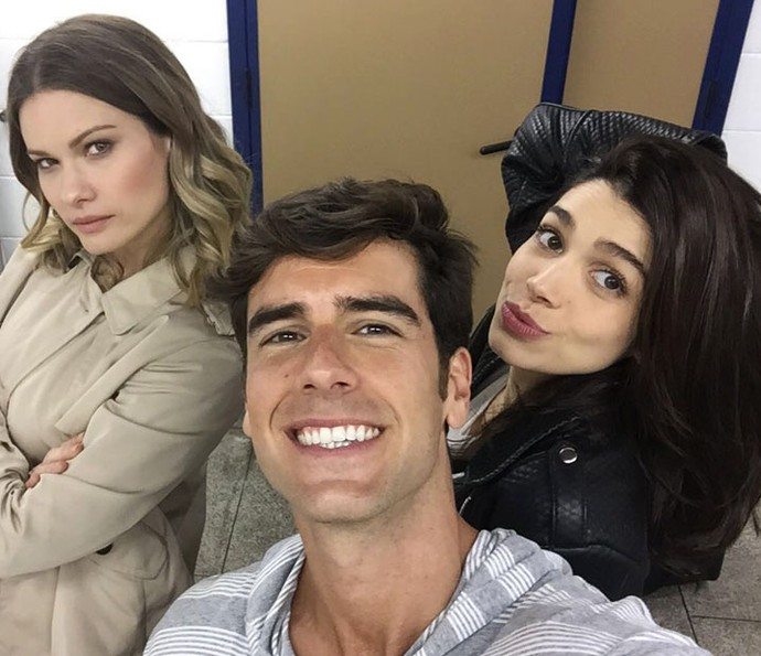 Karen Junqueira, Marcos Pitombo e Karen Junqueira celebram sucesso de trio em 'Haja Coração' (Foto: Gshow)
