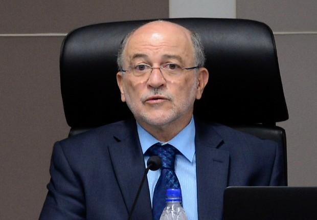 O presidente do Tribunal de Contas da União (TCU), Aroldo Cedraz, durante sessão para julgar o recurso do governo sobre as operações financeiras de 2014 (Foto: Valter Campanato/Agência Brasil)