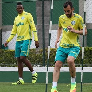 Yerry Mina e Edu Dracena Palmeiras treino (Foto: Cesar Greco/Ag Palmeiras/Divulgação)