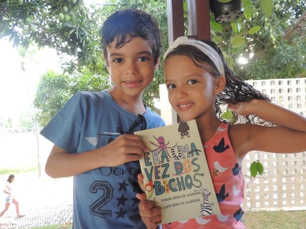 Tomás e Laís Sena, de 7 e 4 anos, lançam domingo o livro ERa uma vez dos bichos (Foto: Luiz Renato)