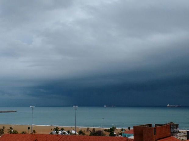Tempo nublado em Fortaleza na manhã desta segunda-feira (20) (Foto: Diana Sobral/Arquivo Pessoal)