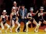 Reynaldo Gianecchini rebola com 'chacretes' em palco de musical