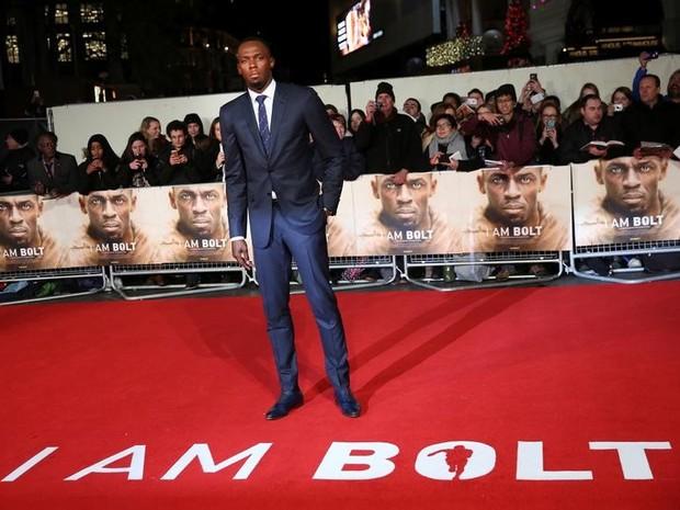 """Usain Bolt posa em lançamento do filme """"I am Bolt"""" em Londres. 28/11/2016 (Foto: REUTERS/Neil Hall)"""