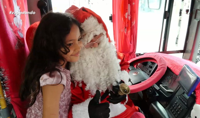 Motorista de ônibus se veste de Papai Noel  (Foto: Rede Amazônica)