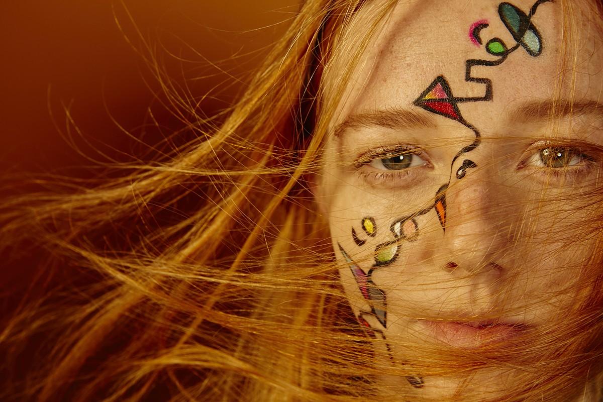 Aposte em cores e grafismos no make de Carnaval (Foto: Divulgação)