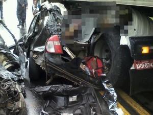Acidente na BR 116 deixa quatro pessoas mortas (Foto: Victor Oliveira Couy)