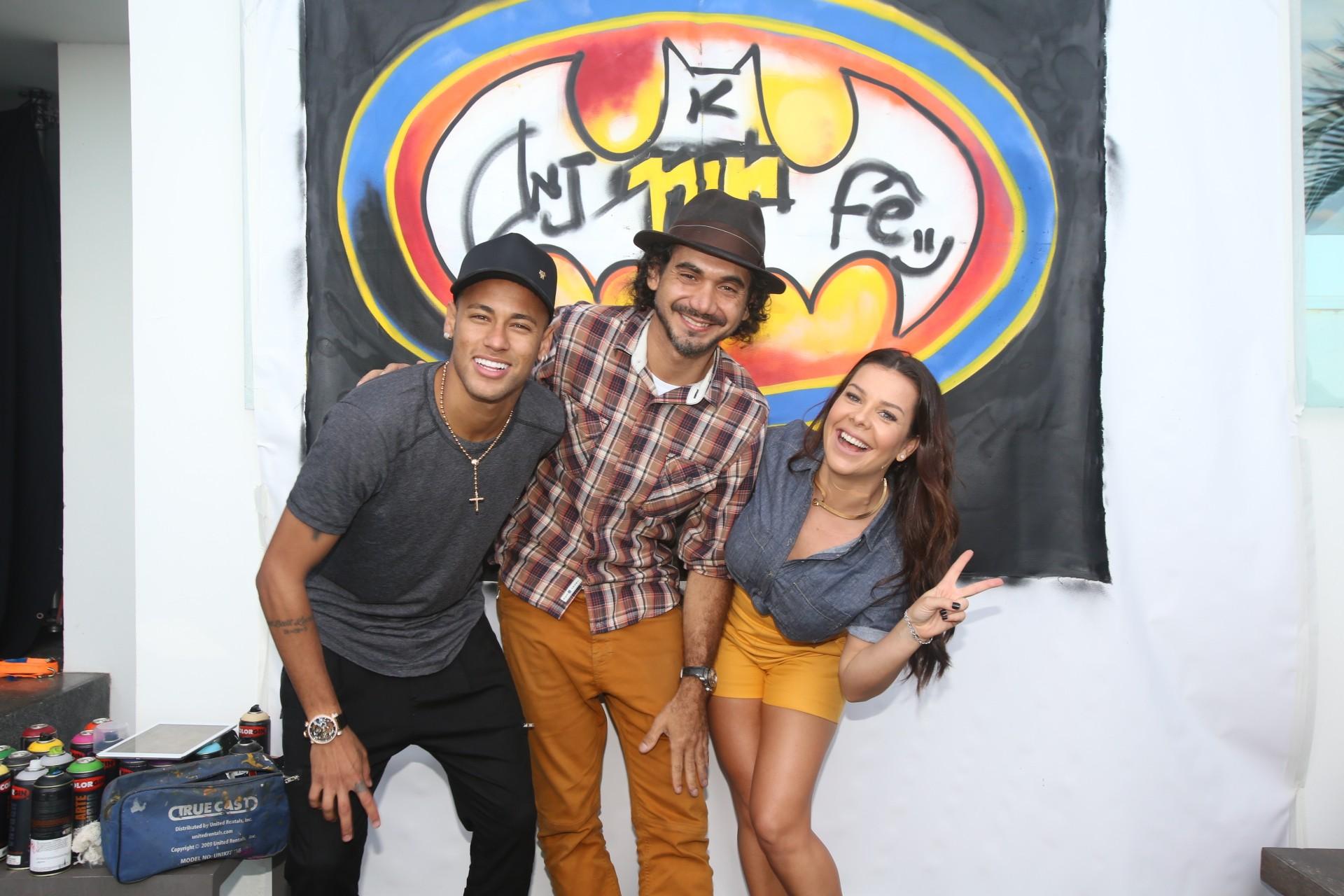 Neymar, Fernanda Souza e o grafiteiro Kobra nas gravaes do programa (Foto: Multishow)