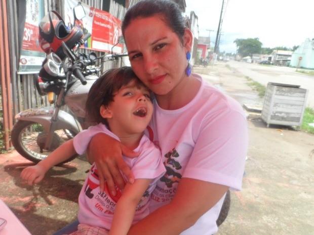 A mãe Ecilene Souza considera Benjamin como um presente de Deus (Foto: Arquivo da Família)