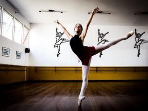 Segundo bailarina, carreira do ballet é pequena e concorrida (Foto: Jonathan Lins/G1)