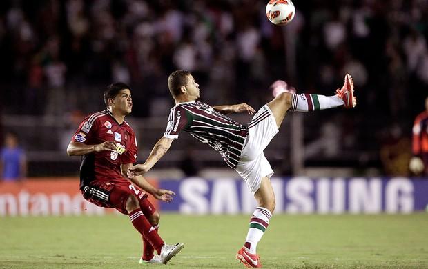 Edinho jogo Fluminense Caracas (Foto: Felipe Dana / AP)