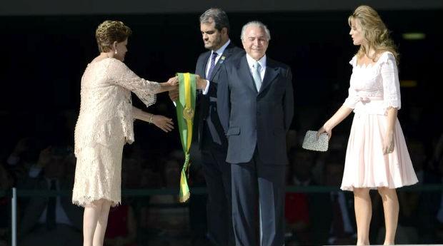 Dilma e Temer, durante a posse em janeiro de 2015: novo governo deve fazer cortes no orçamento (Foto: Agência Brasil)