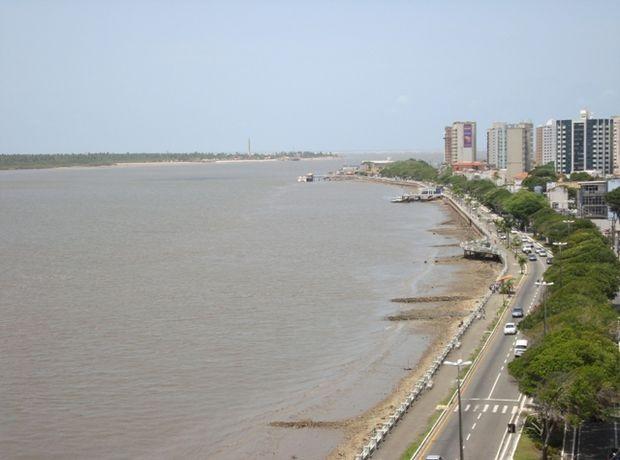 Vista parcial da Avenida Ivo do Prado em Aracaju (SE) (Foto: Denise Gomes/G1 SE)