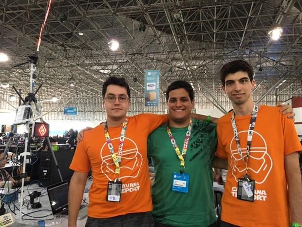 Wagner, Caio e Hugo (da esq. para a direita) têm projeto de 'Wi-Fi solidário' na Campus Party  (Foto: Cauê Fabiano/G1)