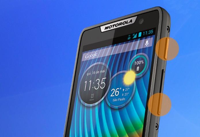 Localize e pressione os dois botões para reinicializar o Motorola Razr D3 (Foto: Reprodução/ Motorola)