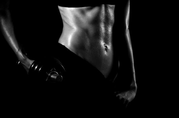 Pilates, treinamento funcional e musculação podem ser a chave para um corpo seco e malhado (Foto: Shutterstock)
