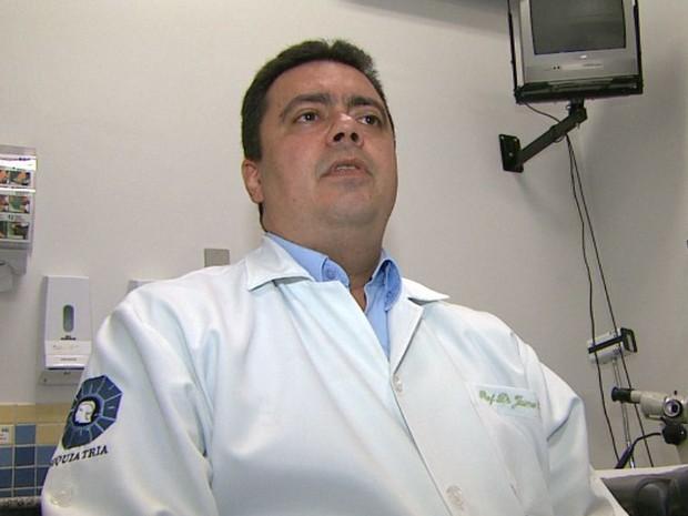 Pesquisador Jaime Hallak coordendou estudo que evidenciou eficácia de remédio no tratamento da esquizofrenia (Foto: Carlos Trinca/EPTV)