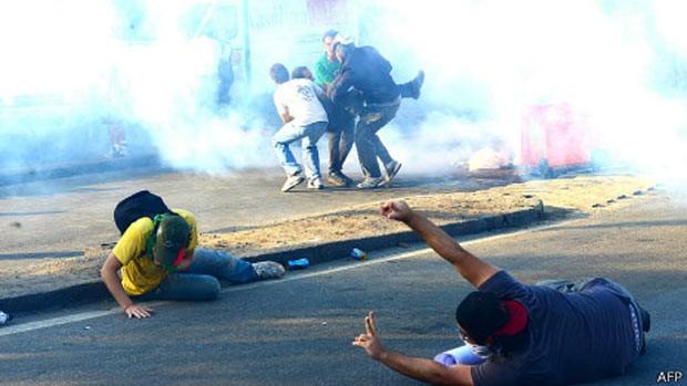 Protestos impulsionam indústria do gás lacrimogêneo (Foto: AFP)