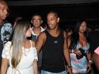 Com tranças no cabelo, Ronaldinho Gaúcho se diverte em Salvador