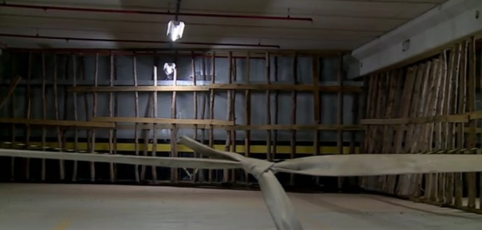 Garagem de prédio na Vila do Pan afundou (Foto: Reprodução SporTV)