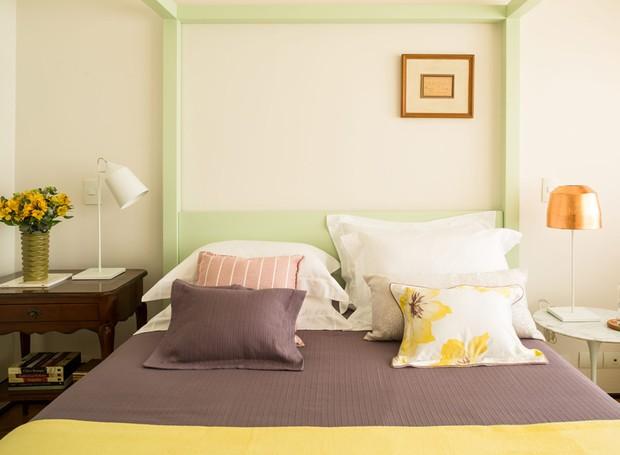 apartamento-arquitetos-mariana-andré-weigand-quarto-dossel-laca-verde (Foto: Edu Castello/Editora Globo)