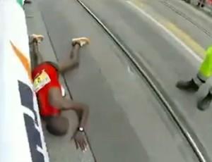 FRAME James Magut corredor caído (Foto: Reprodução / SporTV)
