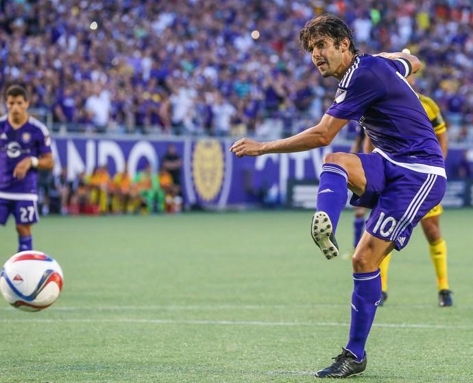 Kaká faz gol em cobrança de pênalti (Foto: AP Photo/Gary McCullough)