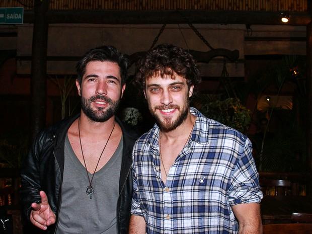 Sandro Pedroso e Ronny Kriwat em show em São Paulo (Foto: Raphael Castello/ Ag. News)