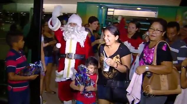 Papai Noel se despede do 'Mundo Encantado', em Manaus (Foto: Bom Dia Amazônia)