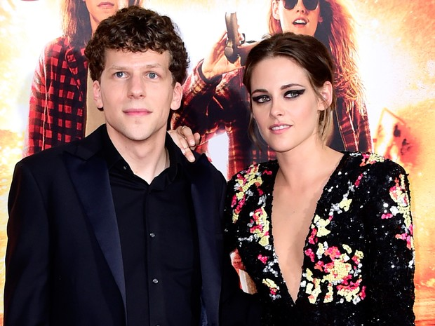 Jesse Eisenberg e Kristen Stewart em première de filme em Los Angeles, nos Estados Unidos (Foto: Frazer Harrison/ Getty Images/ AFP)