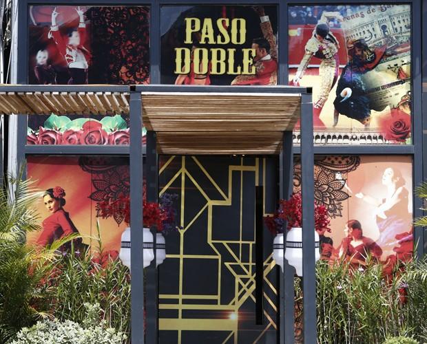A entrada da casa do Dança dos Famosos no paso doble (Foto: Inácio Moraes / Gshow)