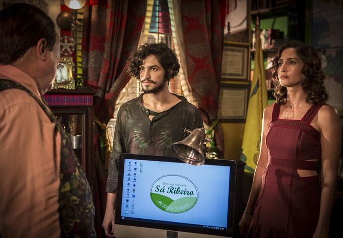 Tereza e Miguel ficam firmes diante do coronel (Foto: Inácio Moraes/ Gshow)