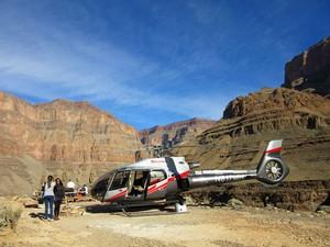 Helicóptero na base de pouso no Grand Canyon (Foto: Flávia Mantovani/G1)