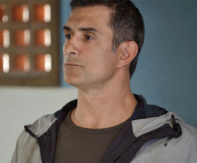 Carlos Alberto é um verdadeiro herói para Regina e sua família (Foto: TV Globo)