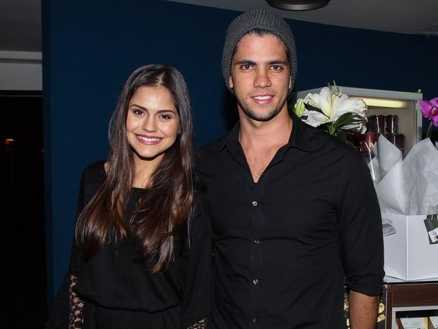 Jessika Alves com o namorado, Thiago Blanco, em peça em São Paulo (Foto: Marcos Ribas/ Foto Rio News)