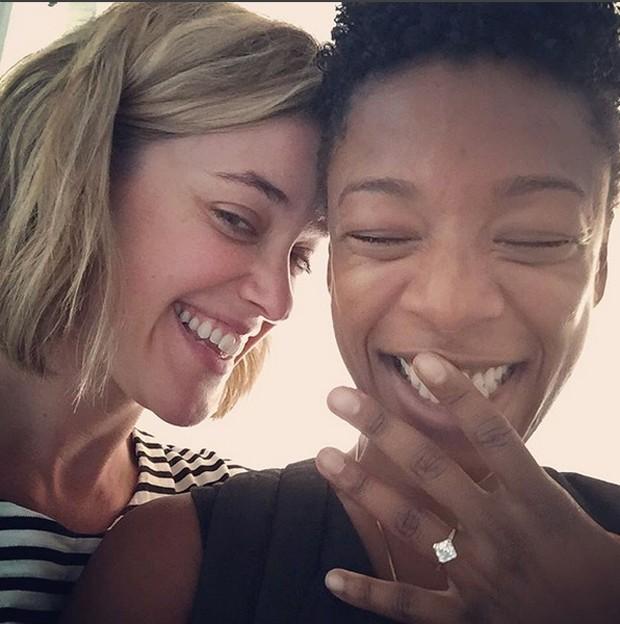 Samira Wiley exibe anel de noivado de Lauren Morelli (Foto: Reprodução / Instagram)