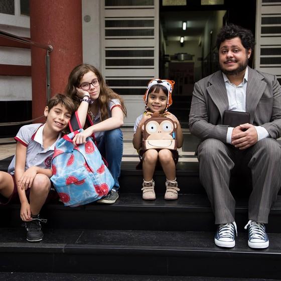 Marcus Majella fza sua estreia como protagonista nos cinemas no filme Um tio quase perfeito (Foto: Divulgação)