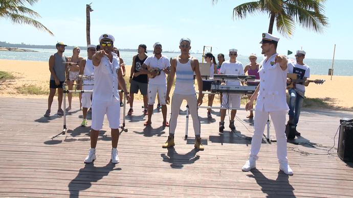 ''The Loucus' e 'Axé Uai' ensinam coreografia na Praia de Camburi. (Foto: Divulgação/ TV Gazeta ES)