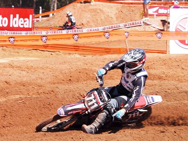 Chatfield é o mais rápido pela MX1 em treinos livres no brasileiro de motocross (Foto: Fabiana Santos/FMM)
