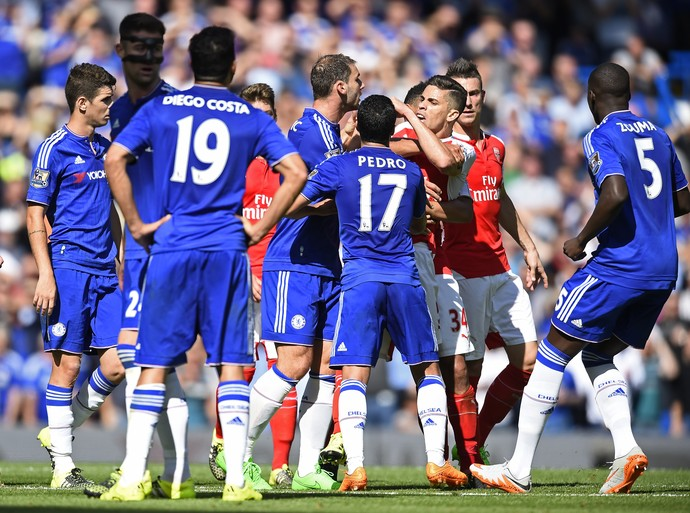 Gabriel Paulista Diego Costa Chelsea Arsenal (Foto: Reuters)