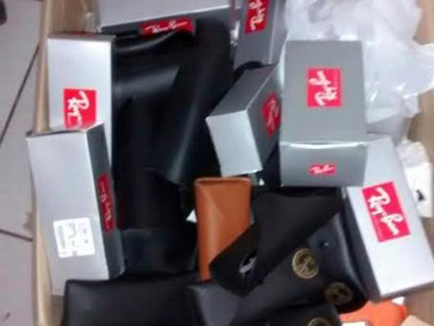 503f3786f67 Mais de 300 óculos e 184 relógios novos foram encontrados dentro das caixas  (Foto