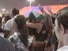 Thiago Rodrigues e ex-BBB Marien trocam beijos quentes no Rock in Rio